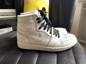 Nike Air Jordan RARITÄT weiß/schwarz Retro Gr 40,5 7,5