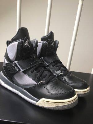 Nike Air Jordans schwarz/grau Größe 39