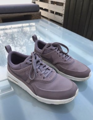 Nike Lace-Up Sneaker purple