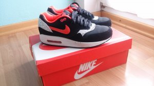 NIKE AIR MAX 1 black/laser/crimson-white