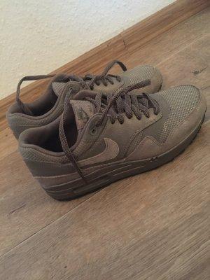 Nike Basket à lacet gris brun daim