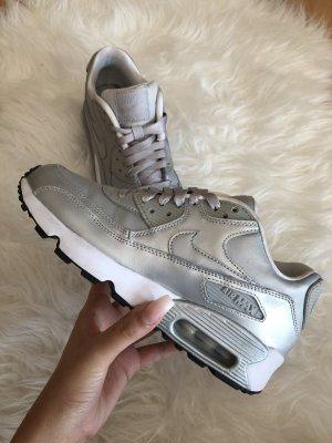 Nike Air Max 90 in Silber/weiß