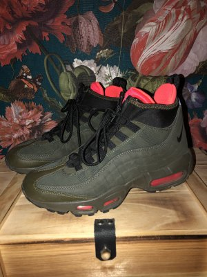 Nike Air Max 95 Mid Sneakerboot in khaki mit Neondetails