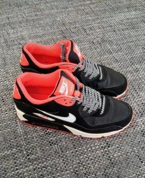 Nike Basket à lacet noir-rouge fluo