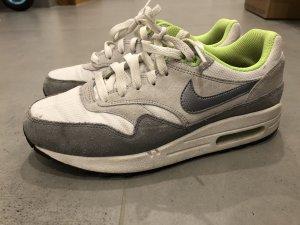 Nike Air Max Gr. 38,5 grau/weiß