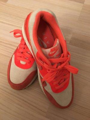 Nike Air Max in Neon-Orange