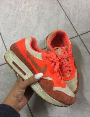 Nike Air Max in orange