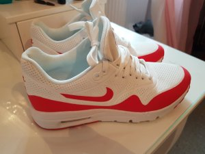 Nike Air Max in rot/ weiss