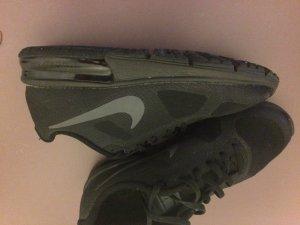 Nike Air Max in schwarz/grau/schwarz