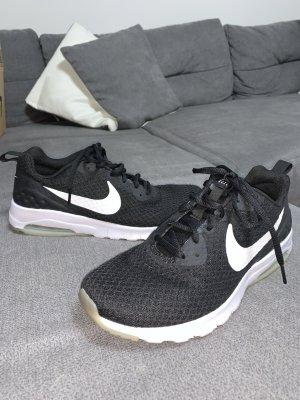 Nike Air Max Motion Schwarz Weiß Gr. 40.5