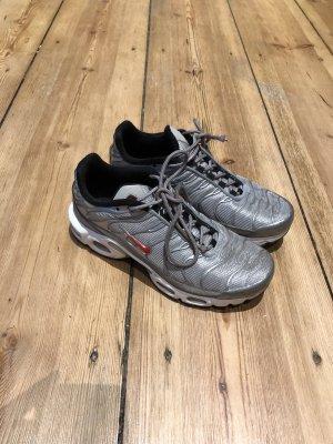 Nike Air Max plus silver bullet