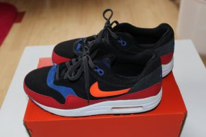 Nike Air Max schwarz rot blau fast neu