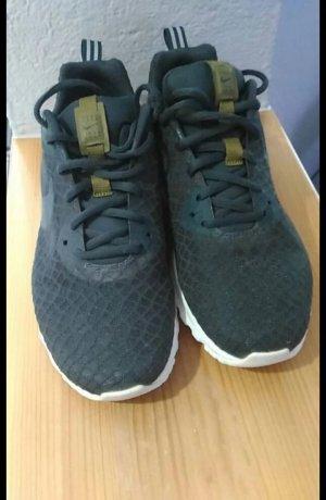 Nike Basket noir-vert olive