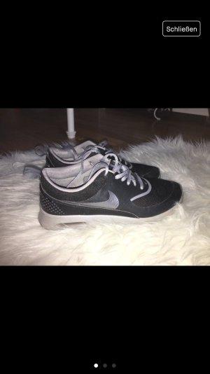 Nike Basket à lacet noir-gris