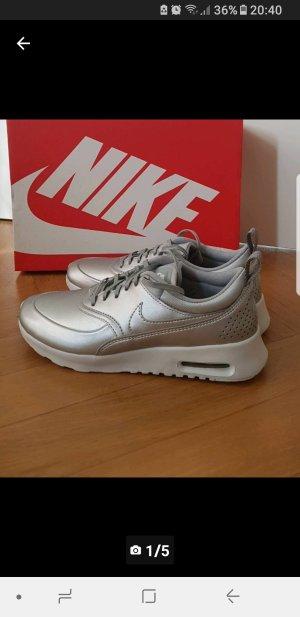 Nike Zapatilla brogue color plata Cuero
