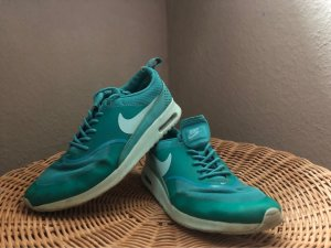 Nike Lace-Up Sneaker green