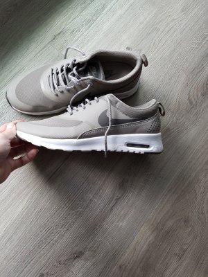 Nike Basket à lacet gris brun
