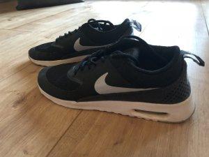 Nike Lace-Up Sneaker black