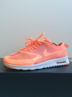 Nike Lace-Up Sneaker salmon