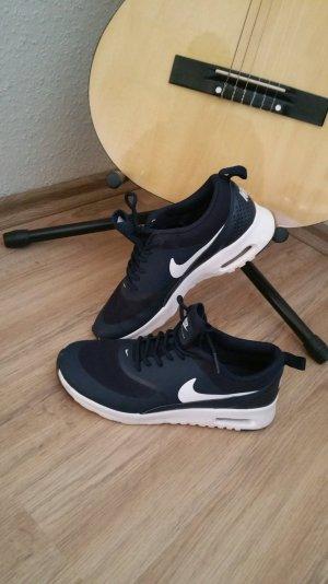 Nike Air Max Thea in dunkelblau
