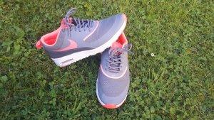 Nike Air Max Thea in grau/ pink