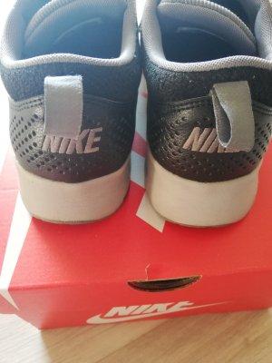 Nike Air Max Thea in grau-schwarz