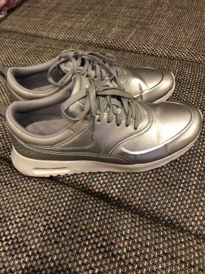 Nike Air Max Thea in Metallic-Silber
