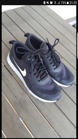 Nike Air Max Thea in schwarz