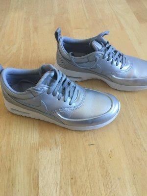 Nike Air Max Thea in Silber, überall ausverkauft!