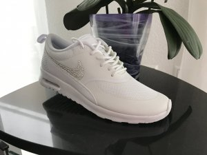 Nike Air Max Thea in weiß mit Crystals