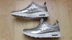 Nike Zapatilla brogue color plata-blanco Imitación de cuero