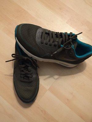 Nike Air Max Ultra Essentials oliv