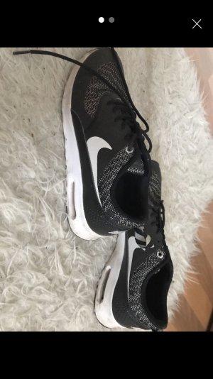 Nike air maxx thea