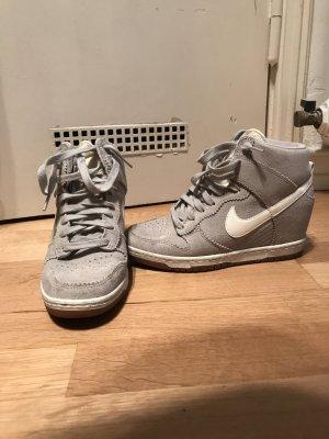 Nike Air mit Absatz