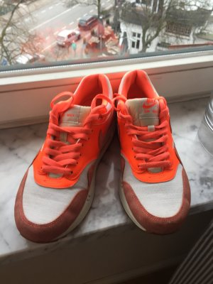 Nike Air Orange in Gr. 42