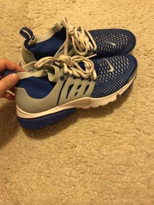 Nike Air Presto in blau - weiß