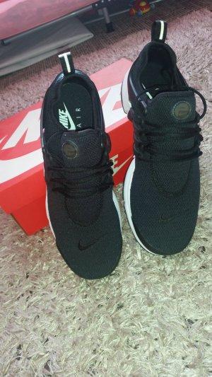 Nike Air Presto NEU.