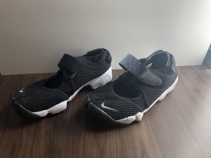 Nike Velcro Sneakers black-white