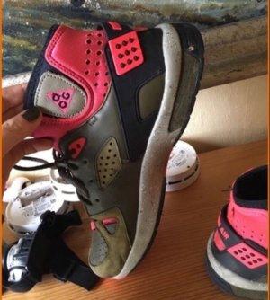 Nike air schwarz rot