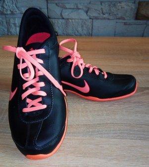 NIKE AIR Sneacker in gr 38,5 Farbe Schwarz Neon