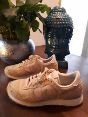Nike Lace-Up Sneaker beige-light blue leather