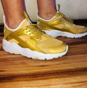 Nike Air Sneaker in gr 39 Farbe Gold