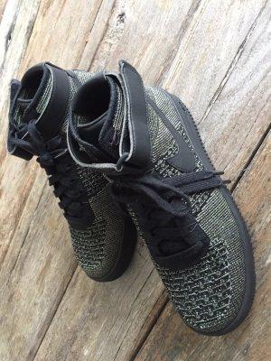 Nike Basket à lacet noir-vert foncé
