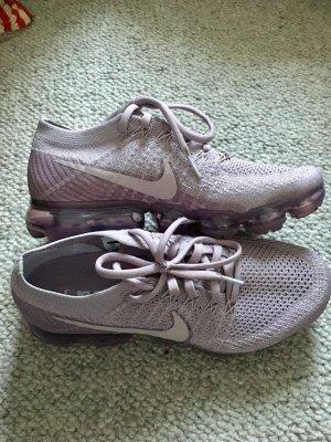 Nike Sneaker stringata malva