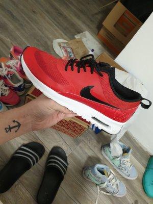Nike Escarpins à lacets noir-rouge