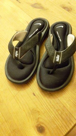 NIKE Badelatschen / Flip Flops