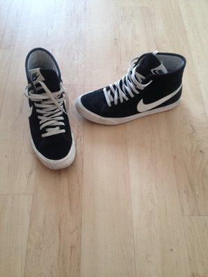 Nike Blaze Sneaker
