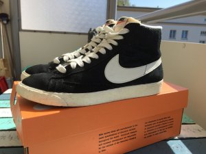 Nike Lace-Up Sneaker black-white leather