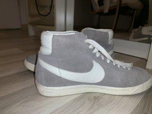 Nike Sneaker stringata grigio chiaro-bianco