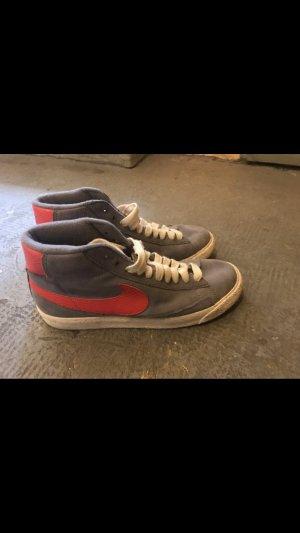 Nike Blazer grau